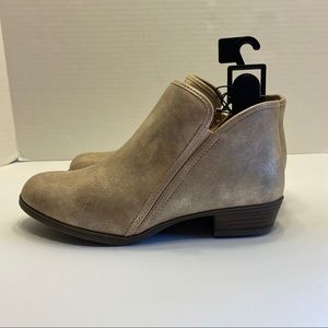 NWT Champagne Sparkle Wide Width Zipper Booties